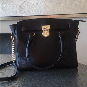 Michael kors shoulder/hand bag